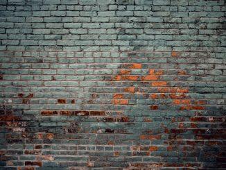 Verzakking van een huis of aanbouw Last van scheuren in muren